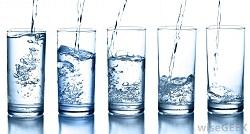 نوشیدن 8 لیوان آب یونیزه قلیایی